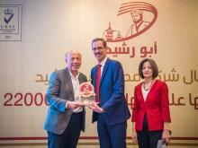 بن الرشيد تكرّم مدير شركة الناشر السيد عبد الهادي